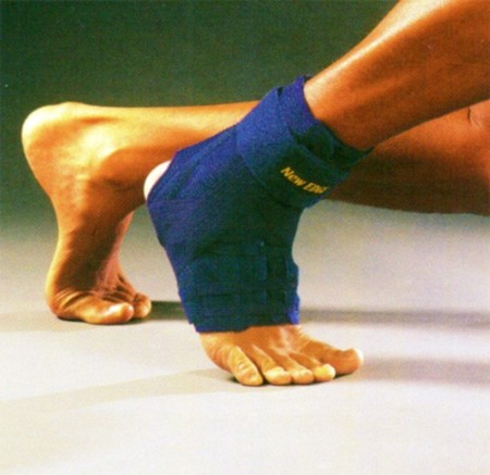 Cavigliera stabilizzatrice di caviglia con bendaggio a 8 e stecche laterali